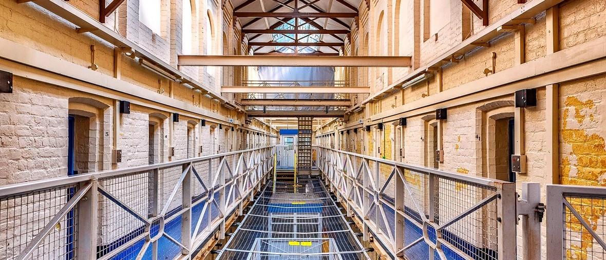 börtön kész