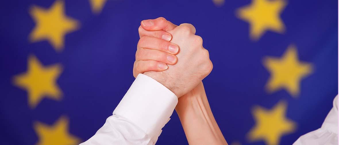 EU_erő_kéz